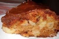 Ябълков сладкиш с млечно-канелен сироп и орехи
