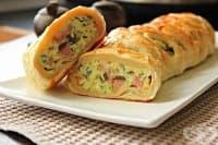 Яйца с бекон, кашкавал и гъби в бутер тесто