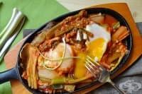 Яйца с пресен чесън и доматен сок