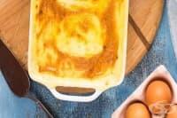 Запеканка от пушена риба, картофено пюре със сирене и сос Бешамел