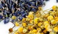 Заличете синините по кожата с компрес от билков чай