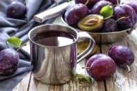 Консумирайте сок от ябълки и сливи против запек