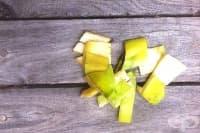 Направете си репелент против насекоми от бананова кора и ябълков оцет