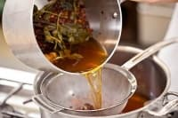 Изхвърлете токсините от тялото си с чай за изпотяване от върбова кора