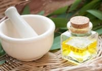 Използвайте евкалиптово масло против врастнал нокът