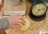 Използвайте мехлем от кокос, зехтин и етерични масла срещу безсъние и напукани пети