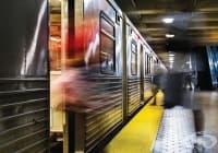 Какво да правим, ако паднем върху релсите в метрото?