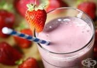 Консумирайте напитка от ягоди, банан и бадемово мляко против запек