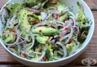 Консумирайте салата от лук, чесън и авокадо против глисти