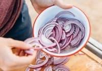Открийте 11 практични приложения на червения лук