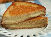 Направете си топъл сандвич с ютия за 1 минута