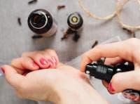 Ароматизирайте кожата си със спрей-олио от ванилия и карамфил