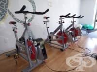 За да активизирате краката и сърцето си, въртете велоергометър