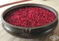 Заличете акнето по кожата с розова вода