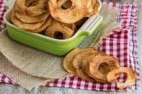 Зарадвайте децата със здравословен чипс от ябълки и канела