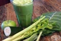 Тонизирайте тялото си със смути от зелени плодове и зеленчуци, кокосова вода и конопено семе