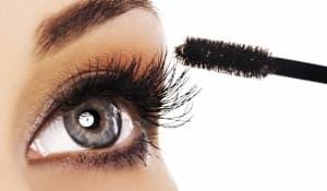 Спиралите за мигли могат да навредят на зрението