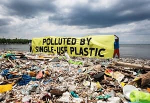 Англия въвежда такса за пластмасовите бутилки