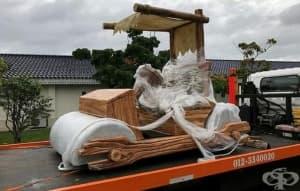 Малайзийски султан с подарък - копие на колата на Фред Флинстоун