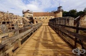21-ви век: Архитекти строят замък със средновековни материали