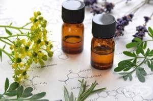 13 вида етерични масла за лъскава коса и третиране на главови въшки