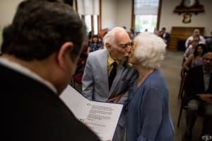 Смелостта да обичаш: Трогателната история на възрастна двойка, която ни показва силата на истинската любов