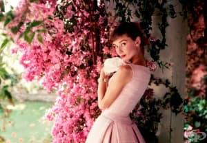 Различната женственост – притегателната сила на образа на Одри Хепбърн
