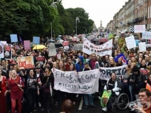 Референдумът за абортите в Ирландия поставя Фейсбук на тест