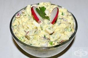 Яйчена салата с репички и майонеза