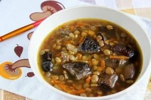 Гъбена супа с леща, чесън и босилек