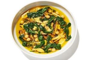 Пилешка супа със спанак, шафран, нахут и гъби