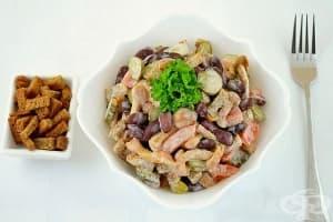 Бобена салата с кисели краставички, кашкавал и майонеза