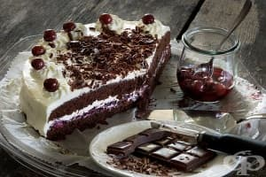 Шоколадова торта с пияни вишни и сметанов крем