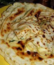 Гьозлеме (гюзлеми) със сирене, чесън и магданоз