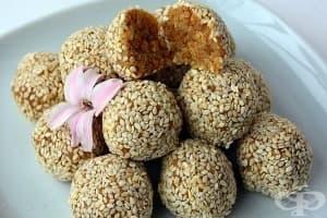 Фъстъчени бонбони с киноа, мед, канела и сусам