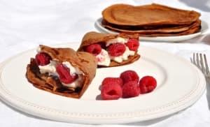 Какаови палачинки с рожков и плодове