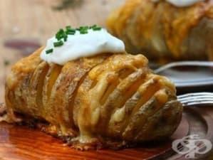 Картофи във фолио с кашкавал и шунка