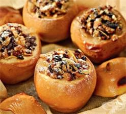 Печени дюли с мед, орехи и стафиди