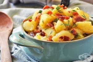 Немска топла салата от картофи с бекон, масло и копър