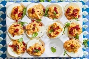 Пълнени яйца със сушени домати