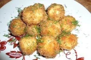 Панирани пресни картофи с чесън и майорана