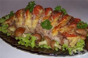 Печено свинско филе с домати, кашкавал и чесън