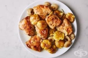 Пилешки бутчета с картофи и мини лукчета