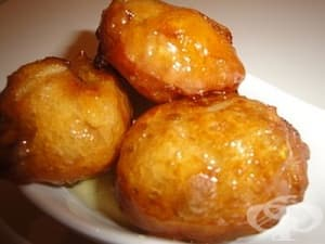 Гръцки понички лукумадес с мед, орехи и канела