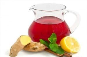 Напитка от червени ябълки с мед, джинджифил и лимон