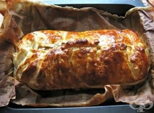Свинско бон филе в бутер тесто с шунка, лук и кашкавал