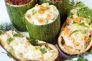 Сладки тиквички с ориз, сушени плодове и заливка