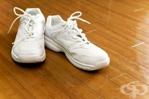 Как да почистим бели маратонки?
