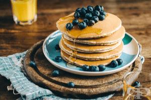 Заменете тестените закуски с протеинови палачинки