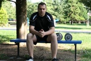 Домашна тренировка с дъмбели за мускулна маса в горна част на тялото